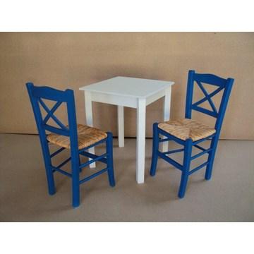 Традиционный деревянный стол