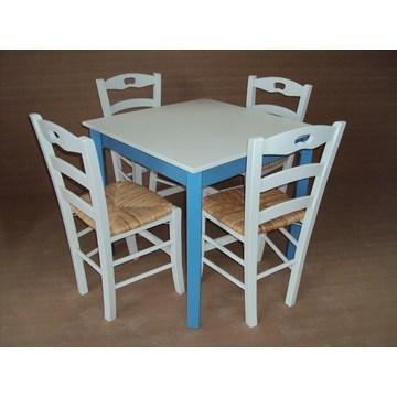 Tradycyjny drewniany stół na Cafe, Ouzeri, Bistro, Pub, kawiarnia, restauracja, tawerna, Gastro, Cafe Bar