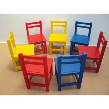 Dziecięce drewniane fotelik dziecięcy przystosowany do przedszkoli i przedszkoli