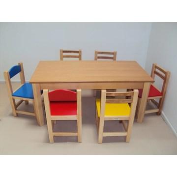 Professioneller Kindertisch aus Holz und Bank